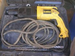 Perceuse a percussion DEWALT-image1